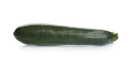 Courgettes vertes mûres fraîches isolées sur blanc Banque d'images