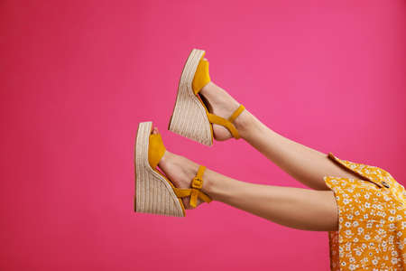 Woman in stylish shoes on pink background Archivio Fotografico - 129651623