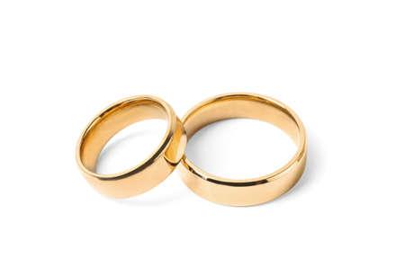 Glanzende gouden trouwringen op witte achtergrond Stockfoto