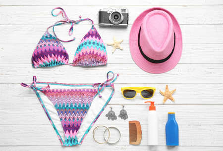 Flat lay composition with beach accessories on white wooden background 스톡 콘텐츠