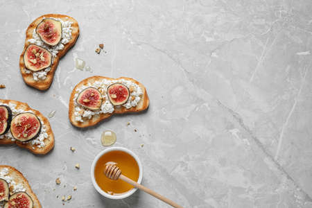 Bruschettas with cheese and figs on marble table, flat lay. Space for text 版權商用圖片