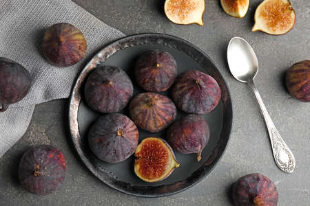 Tasty ripe fig fruits on grey table, flat lay Imagens