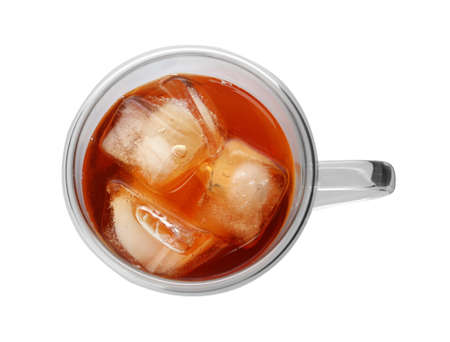 Cup of refreshing iced tea on white background, top view Banque d'images - 130129267
