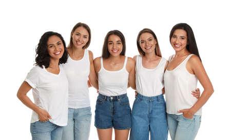 Mujeres felices sobre fondo blanco. Concepto de poder femenino