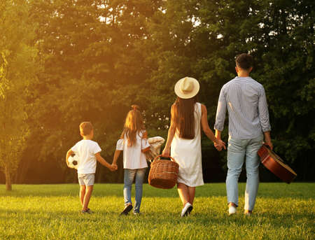 Happy family with picnic basket in park 版權商用圖片