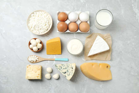Different dairy products on marble table, flat lay Banco de Imagens