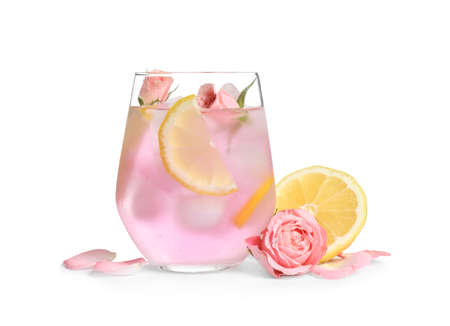 Tasty refreshing lemon drink with roses on white background Banque d'images - 130795901