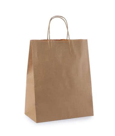 Lege ambachtelijke papieren zak geïsoleerd op wit. Mockup voor ontwerp