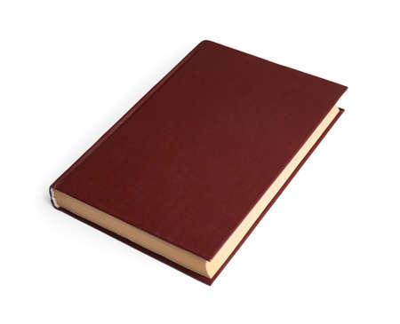 Buch mit leerem braunem Umschlag auf weißem Hintergrund