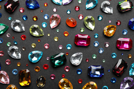 Different beautiful gemstones on black background, flat lay Zdjęcie Seryjne