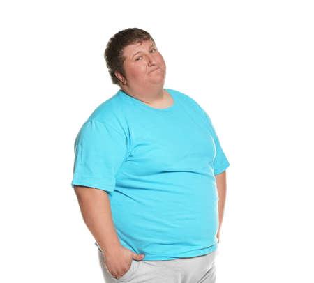 Retrato de hombre con sobrepeso posando sobre fondo blanco. Foto de archivo