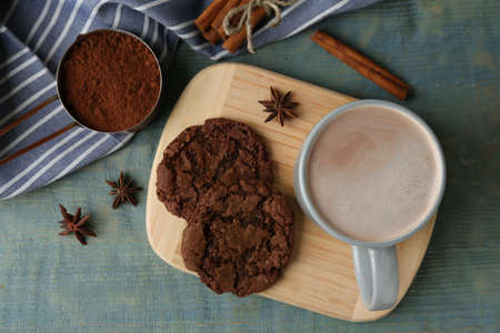 Composition with delicious hot cocoa drink and cookies on light blue wooden background, flat lay Zdjęcie Seryjne