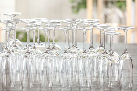 Empty glasses on wooden table against blurred background Banco de Imagens