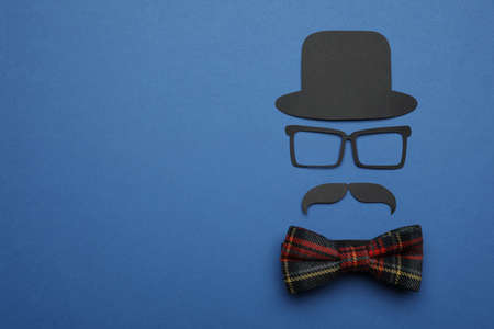 Flat lay composition with man's accessory and mustache on blue background. Space for text Banque d'images