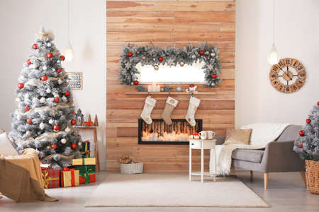 Beautiful Christmas interior of living room with decorated tree Standard-Bild
