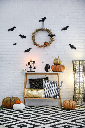 Modern room decorated for Halloween. Idea for festive interior Banque d'images