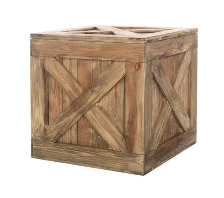 Oude gesloten houten kist geïsoleerd op wit