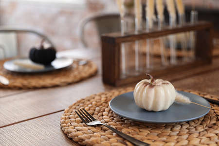 Wooden table decorated for Halloween in kitchen 스톡 콘텐츠