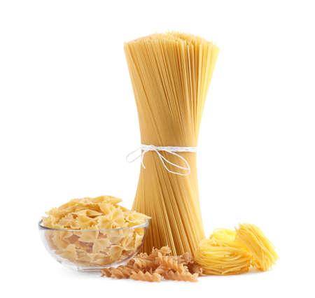 Différents types de pâtes isolated on white Banque d'images