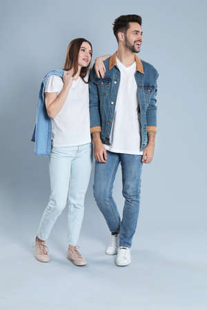 Young couple in stylish jeans on grey background Banque d'images - 135497957