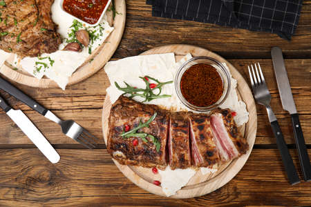Delicious grilled ribs served on wooden table, flat lay Stok Fotoğraf