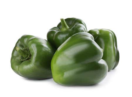 Reife grüne Paprika isoliert auf weiss Standard-Bild