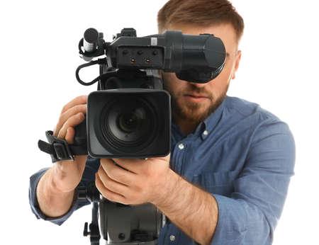 Operator met professionele videocamera op witte achtergrond Stockfoto