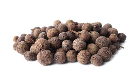 Heap of black pepper grains isolated on white 免版税图像