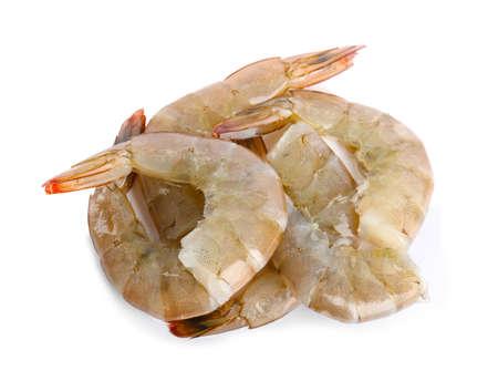 Frische rohe Garnelen isoliert auf weiss, Ansicht von oben. Gesunde Meeresfrüchte