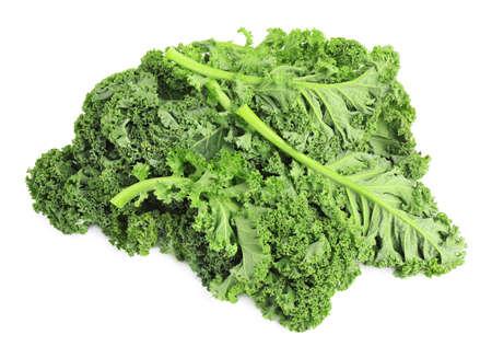 Frische grüne Grünkohlblätter isoliert auf weiß Standard-Bild