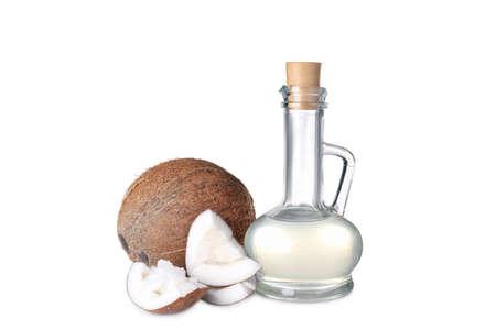 Composición con aceite de coco sobre fondo blanco. Foto de archivo