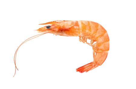 Délicieuses crevettes entières cuites isolées sur blanc