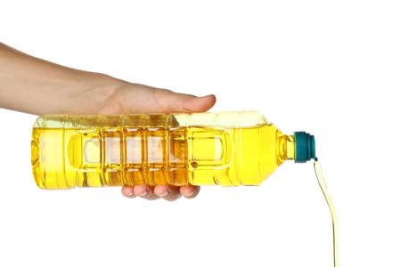 Woman pouring cooking oil from bottle on white background, closeup Banque d'images - 137771113