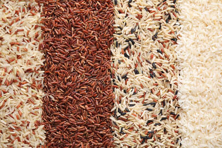 Verschiedene Reissorten als Hintergrund, Ansicht von oben
