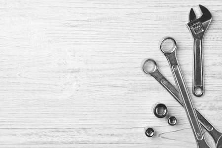 Auto mechanic's tools on white wooden background, flat lay. Space for text Standard-Bild