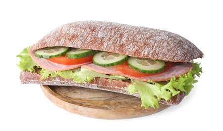 Sabroso sándwich con jamón aislado en blanco Foto de archivo
