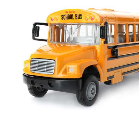 Scuolabus giallo isolato su bianco. Trasporto per studenti Archivio Fotografico