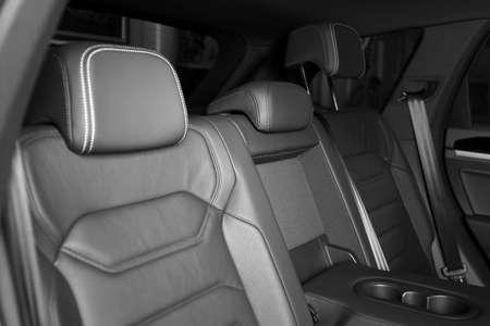 Nowoczesne wnętrze samochodu z wygodnymi skórzanymi fotelami Zdjęcie Seryjne