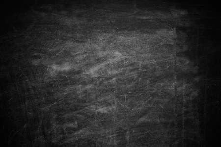 Tableau noir sale comme toile de fond. Espace pour le texte