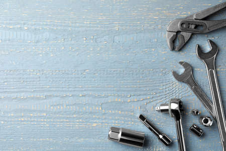 Modern auto mechanic's tools on grey wooden table, flat lay. Space for text Standard-Bild