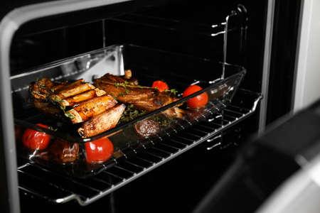 Deliciosas costillas asadas al horno. Carne deliciosa