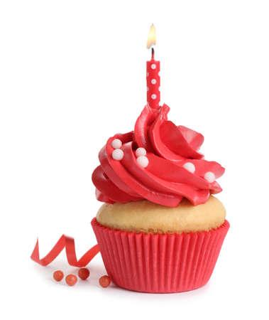 Heerlijke verjaardag cupcake met kaars geïsoleerd op wit
