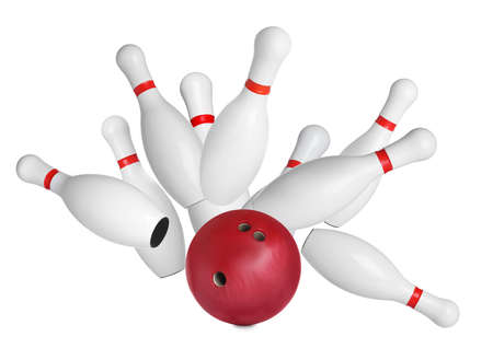 Bowling-Pins und Ball auf weißem Hintergrund