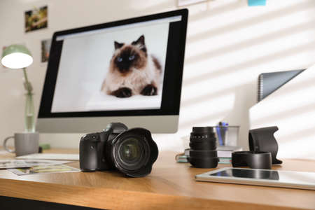 Photographers workplace with professional camera in office 版權商用圖片