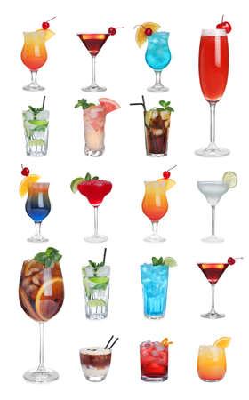 Ensemble de différents cocktails savoureux sur fond blanc