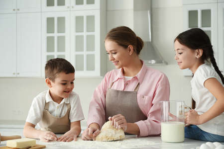 Happy family cooking together in kitchen at home Stockfoto