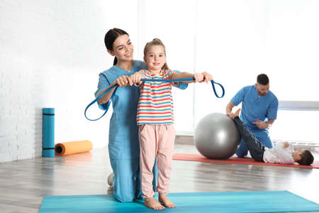 Orthopedists working with little children in hospital gym 版權商用圖片