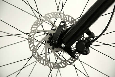 Bicycle wheel on light background, closeup view Banque d'images
