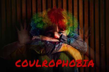 Coulrophobia concept. Double exposure of scared little girl and clown Banque d'images