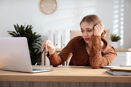 Lazy worker at wooden desk in office 版權商用圖片